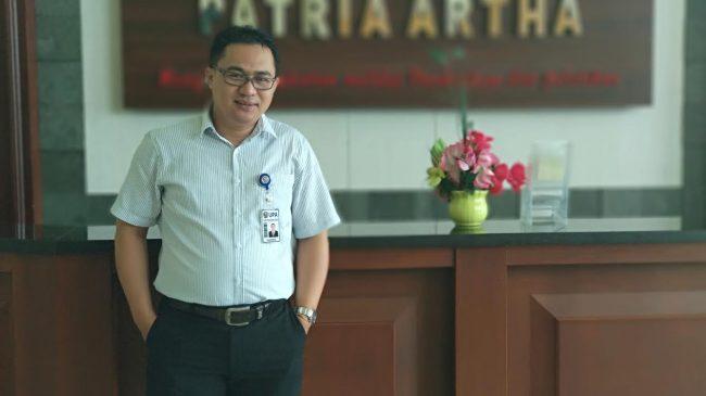 Direktur LM Universitas Patria Artha Suhendra