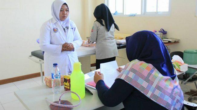 Mahasiswa Fakultas Kesehatan Prodi Kebidanan Universitas Patria Artha Ujian Akhir.