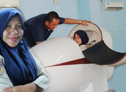 Mahasiswa keperawatan Universitas Patria Artha belajar detail tentang keilmuan flight nurse