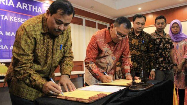 Rektor Universitas Patria Artha Bastian Lubis bersama Walikota Makassar Moh. Ramdhan Pomanto