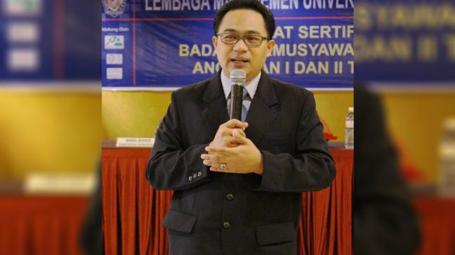 Direktur Lembaga Manajemen (LM) Universitas Patria Artha Suhendra