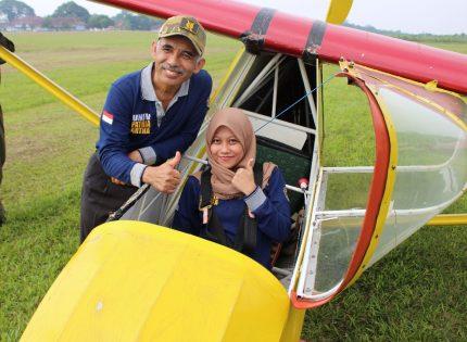 Masiswa Keperawatan Universitas Patria Artha praktek Terbang Layang