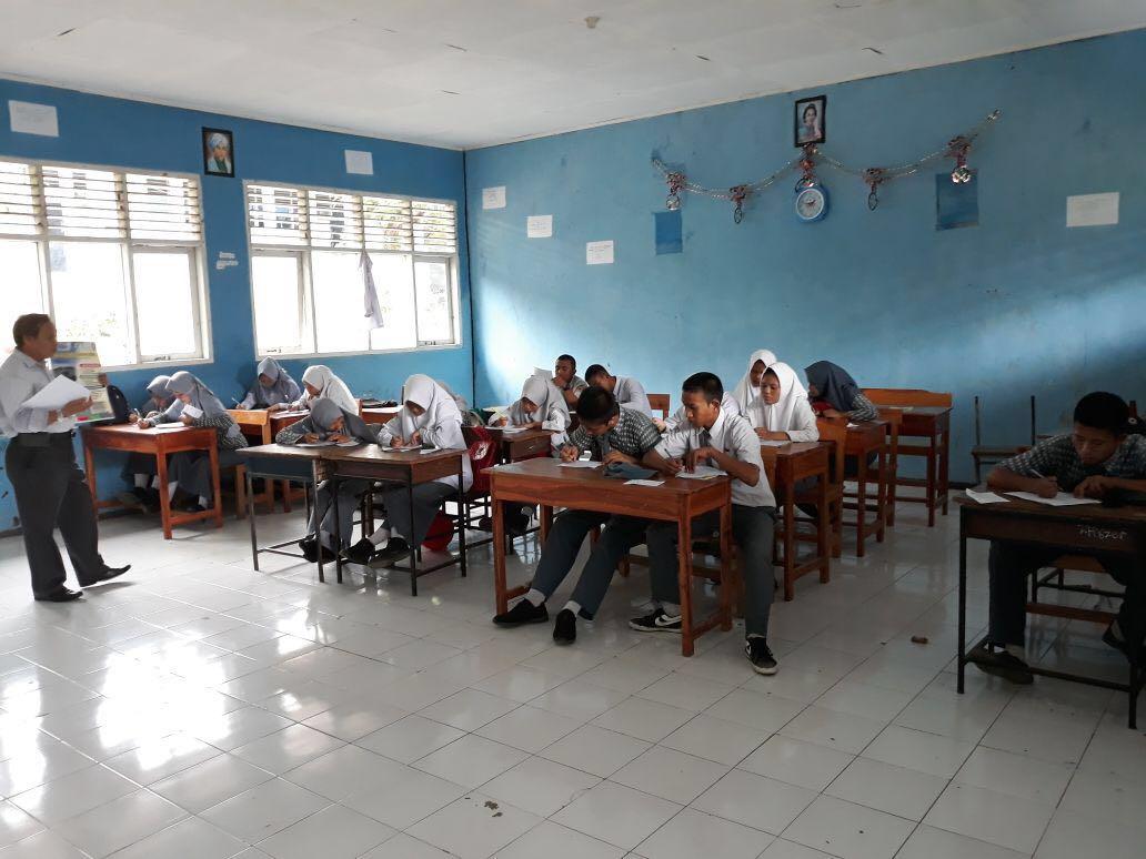 Tim Civitas Akademik Universitas Patria Artha ikut sosialisasi di SMAN 5 Jeneponto.