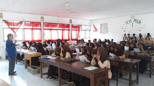 Tim Civitas Akademik Universitas Patria Artha ikut sosialisasi di SMAN 5 Jeneponto